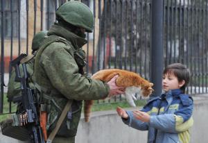 Russian Soldier with Cat (Source: Gazeta.ru)